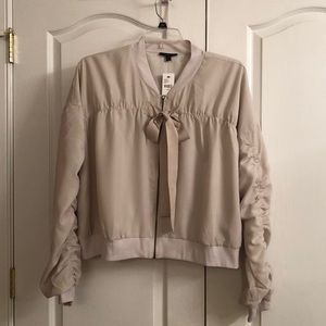 Zippered feather weight jacket/blouse